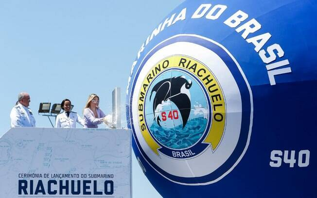 Marcela Temer 'batiza' submarino Riachuelo, em cerimônia no Rio