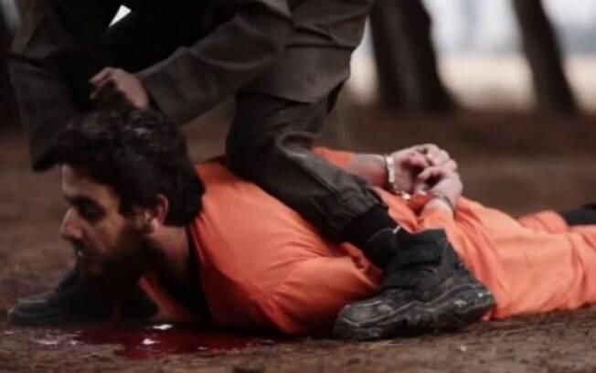 Rebelde sírio tem cabeça cortada diversas vezes, até que criança coloca o membro nas costas