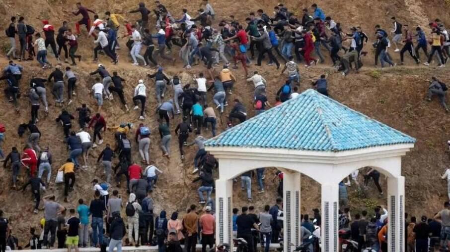 Marroquinos tentando entrar em território europeu