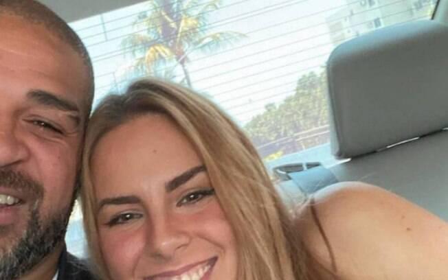Adriano Imperador posta foto com nova namorada: 'Nem cavalo aguenta'