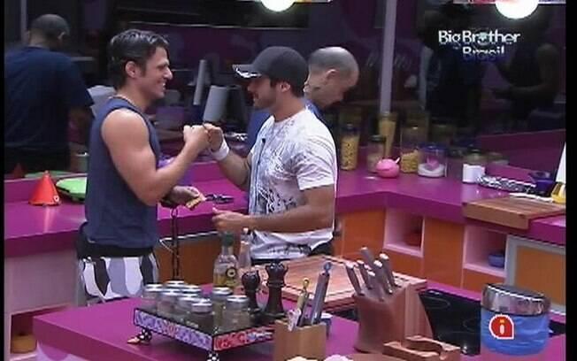 Yuri e João Maurício precisam de medicamentos logo que acordam