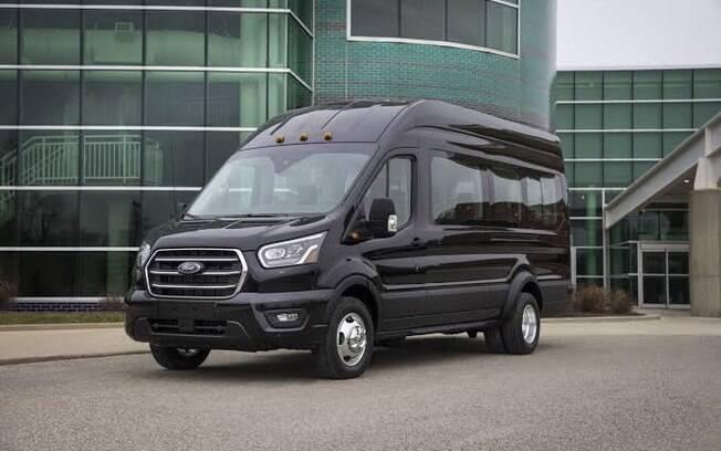 A moderna van Transit, foi totalmente remodelada e incorpora várias tecnologias de assistência ao motorista