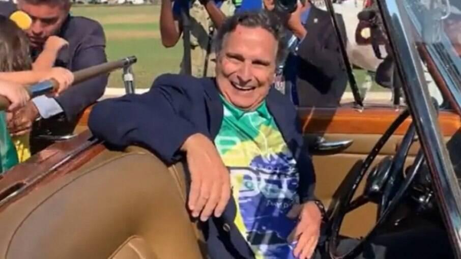Nelson Piquet dirigiu carro para Bolsonaro nesta terça-feira