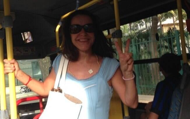 Lucélia Santos posta foto em que comemora o transporte público de qualidade