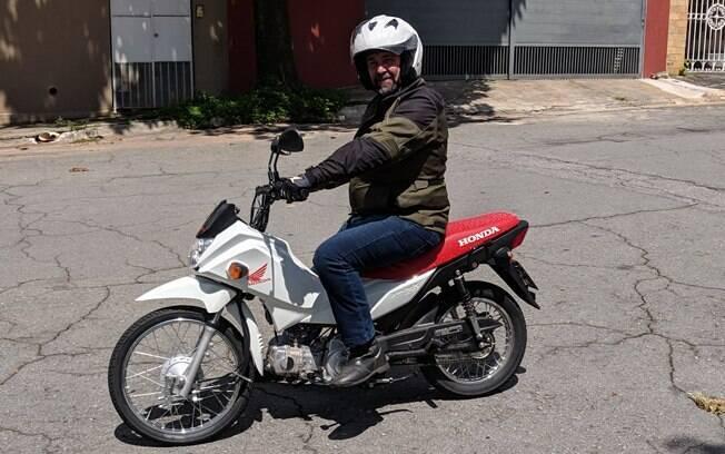 A Honda Pop 110i 2019 ganhou agilidade e segurança na cidade com o freio CBS, principal mudança da pequena moto