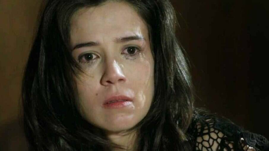 Cora (Marjorie Estiano) descobre farsa de José Alfredo (Alexandre Nero)