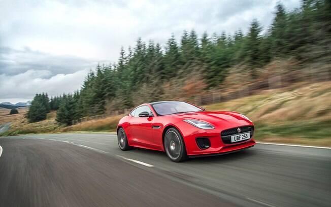 Jaguar F-Type 2.0  turbo estreia novo motor de 300 cv, mais leve e com menor consumo que o V6 sobrealimentado