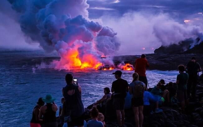 Os visitantes podem observar os vulcões