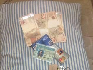Foto com pertences de vítima foi postada no Facebook para tentar encontra-la