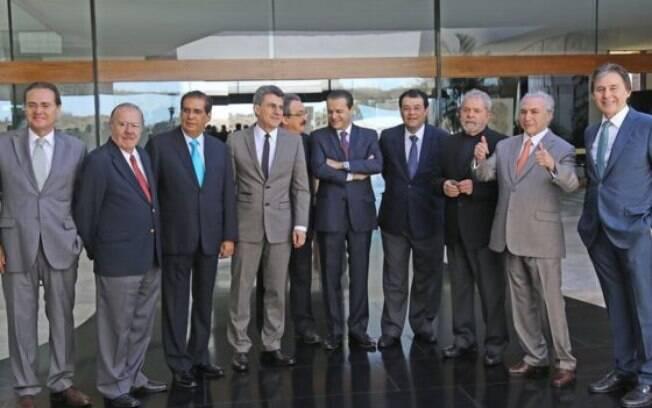 Em dezembro de 2015, Lula se encontrou com cúpula do PMDB, incluindo o atual presidente interino, Michel Temer