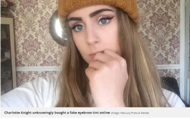 Charlotte decidiu tingir as sobrancelhas em casa com produto que comprou pela internet
