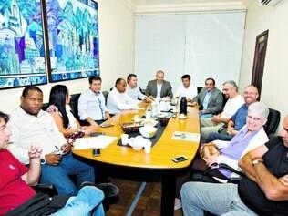 Comissão. Representantes do PSB de Minas se reuniram e descartaram a possibilidade de apoiar o candidato do PSDB ao governo