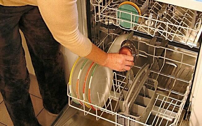 Na máquina lava-louças%2C os passos são fáceis e é importante deixar até o fim do ciclo