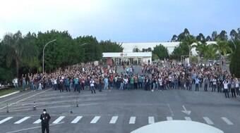 Funcionários da LG recusam indenização da empresa e fazem greve em Taubaté