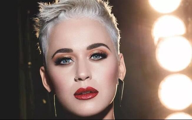 Katy Perry fala que a gravidez acabou alterando a voz dela