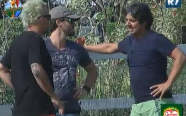 João Kléber conversa com Marlon e Gui Pádua