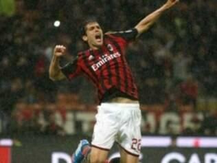 Kaká está muito perto de atingir seu centésimo gol com a camisa do clube italiano