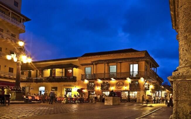 Plaza Santo Domingo é um dos lugares para curtir a noite de Cartagena, como recomenda o ator Ricardo Pereira