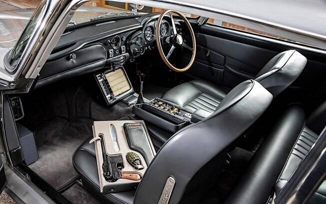 Todos os acessórios presentes no filme, pertencentes a James Bond, serão leiloados junto ao carro