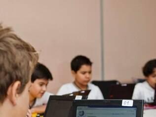 Interessa - Belo Horizonte - Minas Gerais -  Colegio Magnum faz acabo contra o Cyberbullying, com alunos principalmente em rede social.  Foto: Uarlen Valerio / O Tempo 30-10-2013