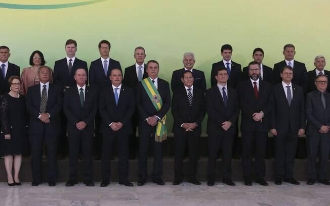 De olho nos primeiros passos do novo governo, Jair Bolsonaro vai comandar a reunião ministerial desta quinta-feira