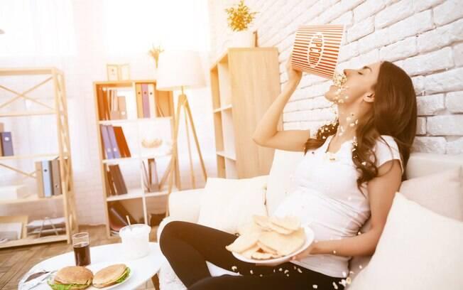 A compulsão alimentar acontece quando a pessoa perde o controle durante as refeições e come em grande quantidade