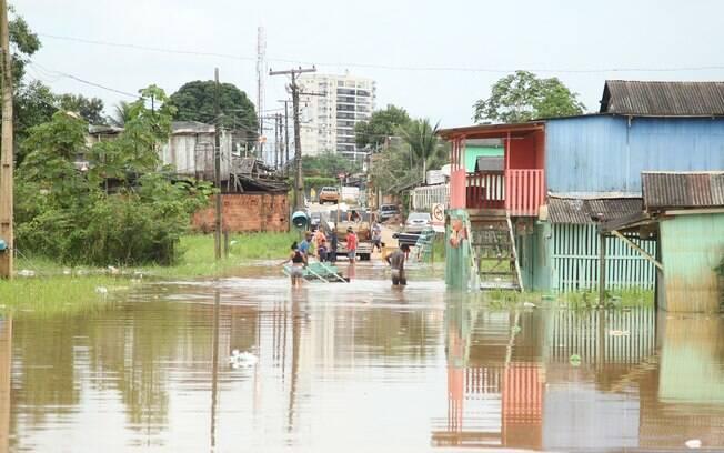 O nível do Rio Acre, em Rio Branco, subiu de 12,61m para 13,84m nas últimas 24 horas