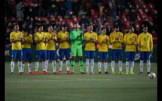 Seleção Brasileira no início do amistoso contra a seleção da República Tcheca