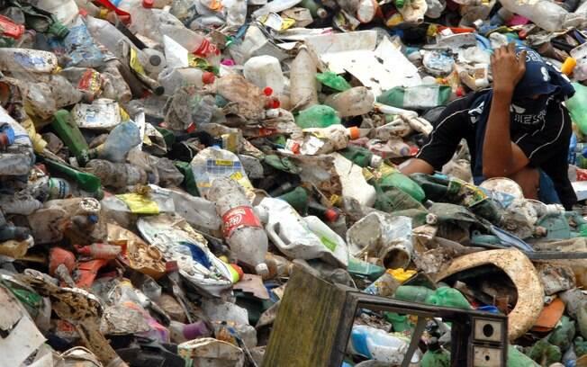 Além do trabalho infantil exercido no lixão, grande parte das crianças morava no local ,sem qualquer proteção à saúde