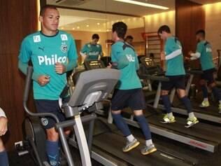 Os jogadores do Goiás treinaram na tarde de hoje em Curitiba visando o confronto de amanhã às 18h30, no Durival de Britto