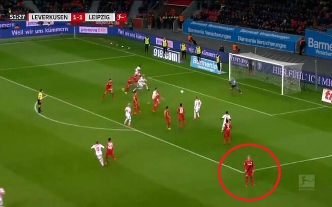 Reforço do Borussia Dortmund, Julian Brandt teve um momento de ausência no meio de uma partida