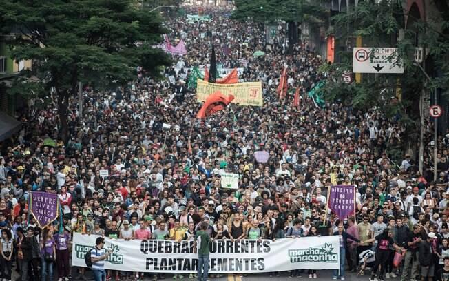 Marcha da Maconha reúne milhares de ativistas em São Paulo e Belo Horizonte neste sábado (26)