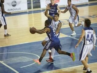ESPORTES BH MG: minas e unitri uberlandia fazem o 3 jogo da final do mineiro de basquete masculino  FOTO: DENILTON DIAS / O TEMPO / 21.10.2014