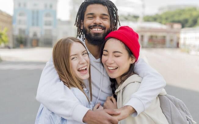 Membros de relacionamentos poliamorosos poderão visitar seus companheiros nos hospitais de Somerville
