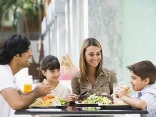 Crianças à mesa: qual o segredo das mães francesas?