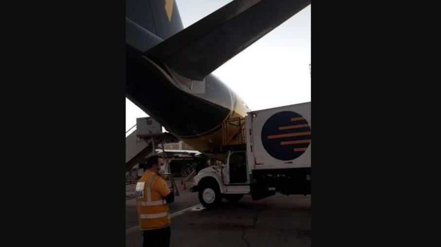 Avião estava parado no Aeroporto de Guarulhos, em SP