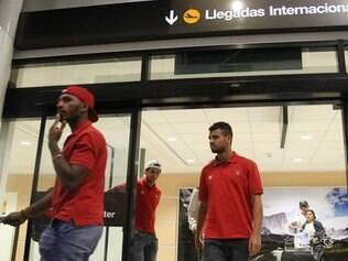 Jogadores e Comissão Técnica desembarcaram no Chile na noite desta segunda-feira