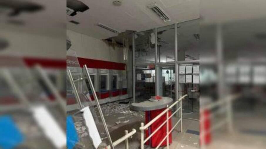 Quadrilha explode seis agências bancárias no Paraná