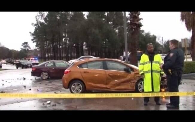 Homem se matou após provocar um acidente envolvendo quatro carros norte do Condado de Harris, nos Estados Unidos