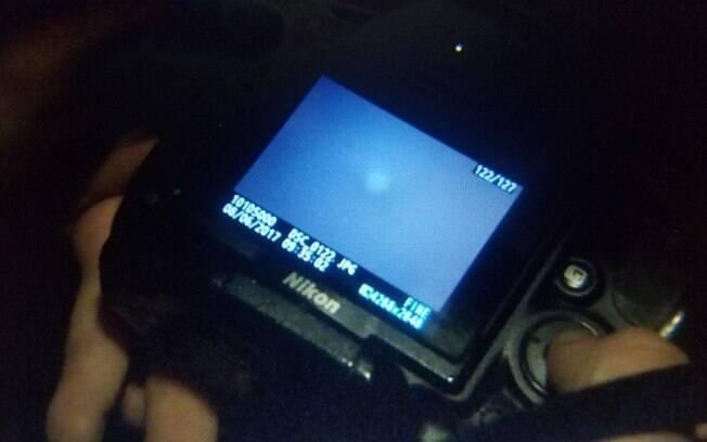 Duas caçadores de alienígenas ficaram perdidos nas proximidades de Boston e avistaram este estranho OVNI