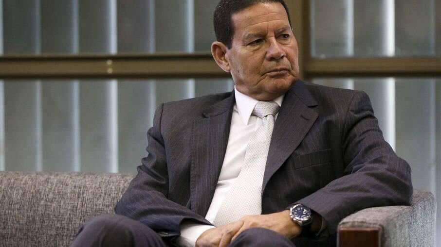 General Hamilton Mourão (PRTB) se disse a favor de estatal para entrega de cartas e telégrafos