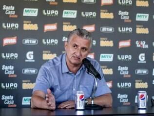 Maluf não quis explicar se demora em regularização de contrato foi motivada por novas exigências de Ronaldinho