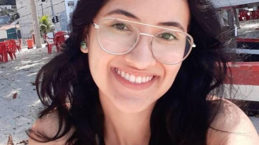 Vitórya Melissa Motta, de 22 anos, morta a facadas por colega de curso
