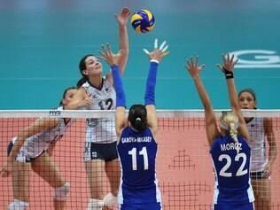 EUA reagiram após a derrota para a Itália e venceram a Rússia por 3 sets a 1