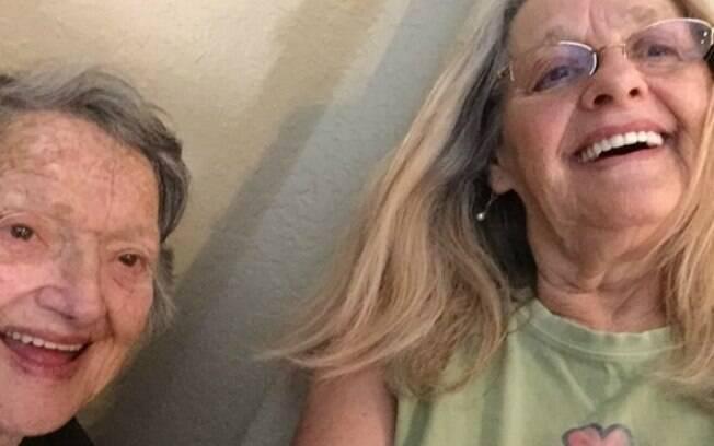 Após quase 70 anos separadas, mãe tem encontro emocionante com filha que achou que havia morrido na hora do parto