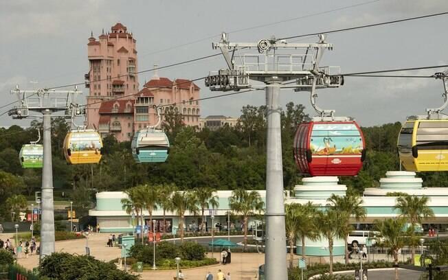 O Disney Skyliner é um teleférico que liga 2 parques da Disney a 4 hotéis da empresa, e oferece uma vista panorâmica