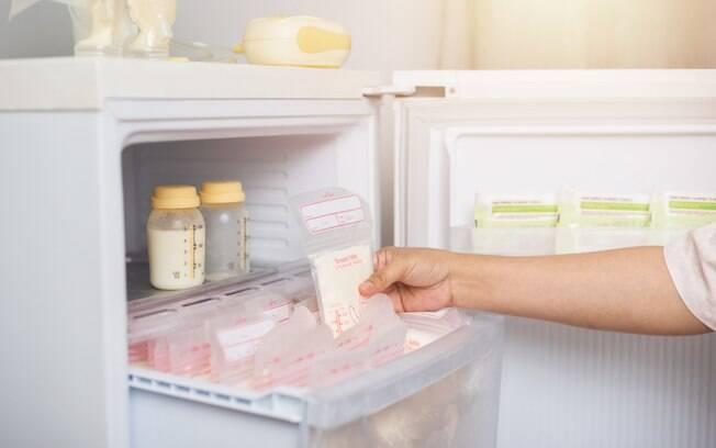 A mãe encontrou várias mulheres que se prontificaram a doar leite materno e usa um litro por dia para dar ao filho