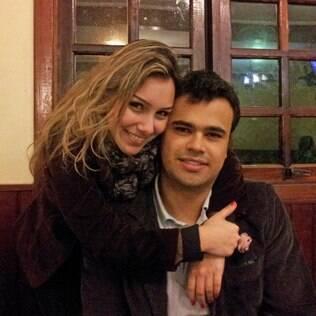 Isabela e Ariê: pedido feito no meio do show inspirou Marcelo Jeneci a fazer clipe colaborativo com vídeos de casamento