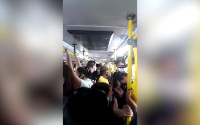 Usuária reclama de superlotação em ônibus de Campinas