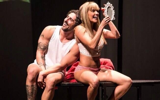 Marcos Mion e Deborah Secco na peça 'Mais uma de amor'